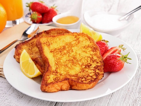 Печени филийки (френски тост) с яйца, кисело мляко и сода (бакпулвер) печени на фурна - снимка на рецептата